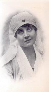 Janina Rafalska w stroju sanitariuszki, rok 1920.