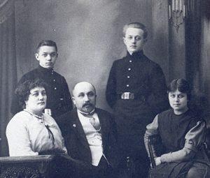 Zdjęcie grupowe – rodzina Rafalskich, Astrachań 1914.